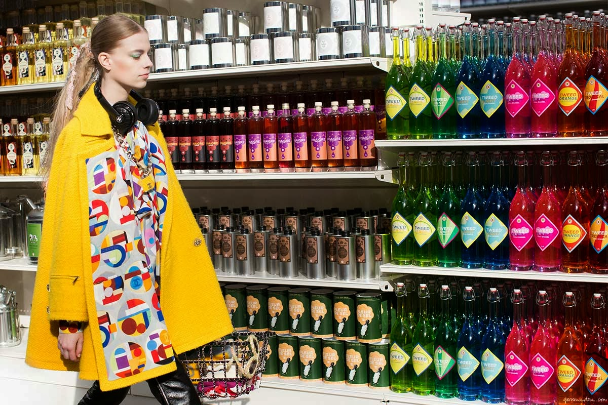 Chanel_Fall_14_supermarket_model