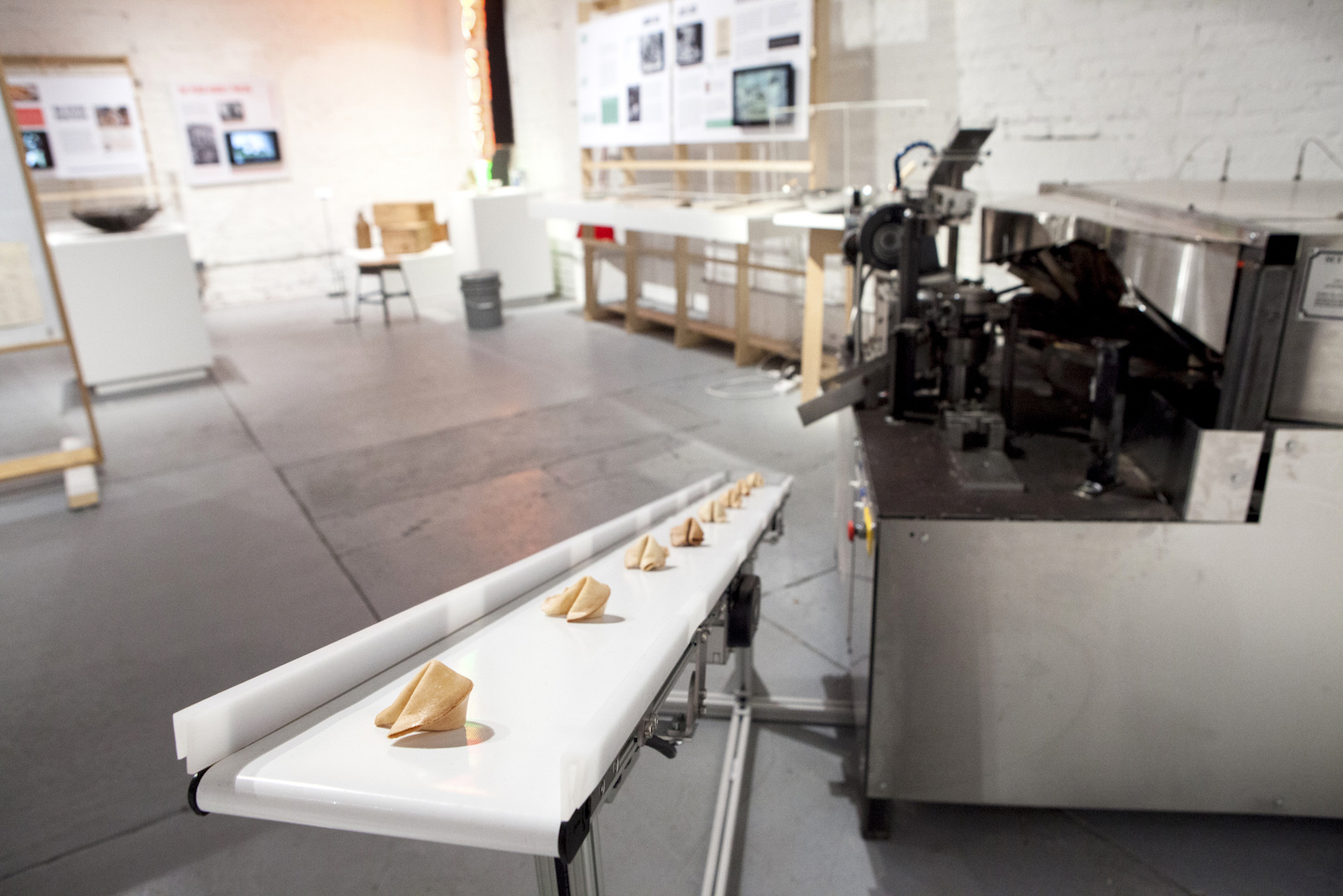 mofad-chow-fortune-cookie-machine